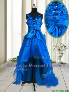 2017 Pretty V Neck Applique and Beaded Bowknot Royal Blue Graduation Dress in High Low