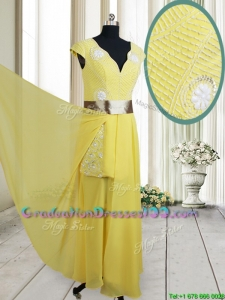 2017 Popular Beaded and Belted V Neck Chiffon Yellow Graduation Dress with Cap Sleeves