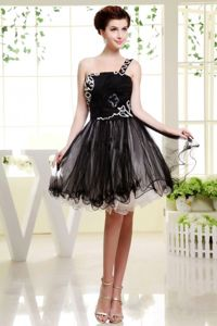 One Shoulder Mini Length Organza Cute Graduation Dresses in Black