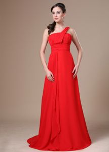 Traditional Brush Train One Shoulder Ruched Red Grad Dresses