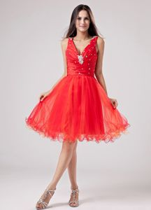 Classic Red V-neck Beading Organza Graduation Dresses for College