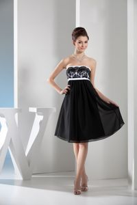 Knee-length Chiffon Graduation Dresses with Lace in Black and White