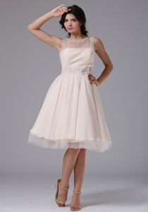 Bateau Tulle Knee-length Cute Graduation Dresses with Hand Flowers