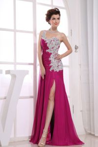 Watteau Appliqued One Shoulder Fuchsia High Slit Graduation Dress