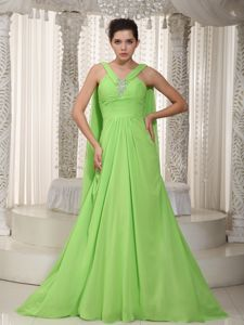 Princess V-neck Watteau Train Graduation Dress in Spring Green