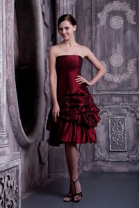 Strapless Burgundy Cute Graduation Dress in Taffeta with Pick-ups