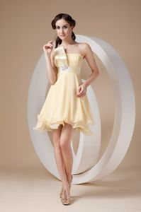 Attractive Mini-length Light Yellow Graduation Dress with Appliques