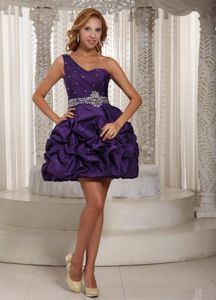 One Shoulder Eggplant Purple Short Graduation Dress with Pick-ups