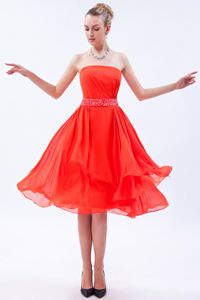 Strapless Knee-length Graduation Dress for College in Coral Red
