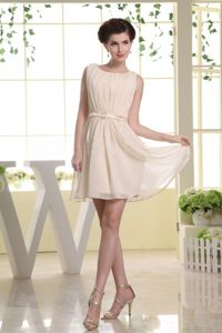 Gorgeous Bateau Champagne Ruched Short Grad Dresses with Belt