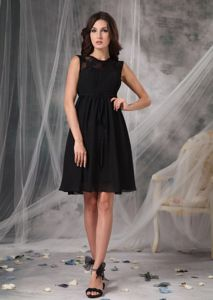 Elegant High-neck Black Lace Graduation Dresses For High School
