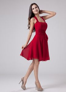 Luxurious Red Chiffon Halter Knee-length College Graduation Dress