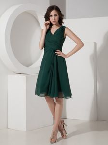 Tasty V-neck Ruched Chiffon Junior Graduation Dress in Dark Green