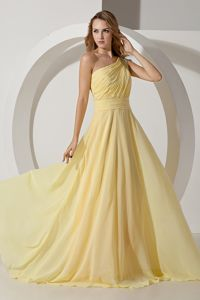 One Shoulder Ruched Graduation Dresses for Girls in Light Yellow