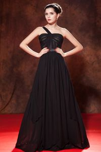 Elegant Black One Shoulder Ruched Long College Graduation Dress