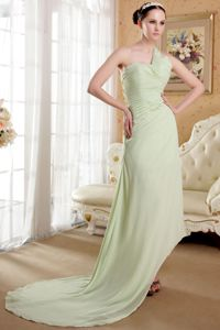 Asymmetrical One Shoulder Ruched Grad Dresses in Yellow Green