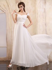 2013 Cheap Brush Train Cap Sleeves White Graduation Dresses