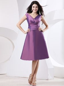 Cheap Satin V-neck Short Graduation Dress for Juniors in Purple