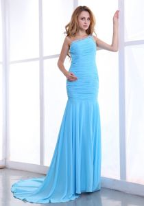 One Shoulder Ruched Grad Dresses in Light Blue with Brush Train