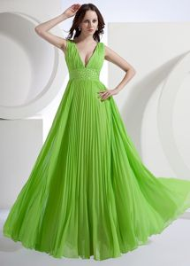 A-Line V-neck Chiffon Pleated Graduation Dress in Spring Green