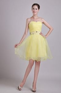 Sweetheart Short Yellow Junior Graduation Dresses with Beading Belt