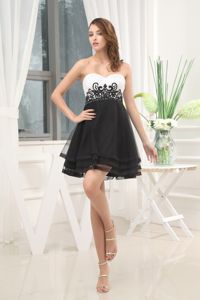 Appliques Black and White A-Line Sweetheart Senior Graduation Dress